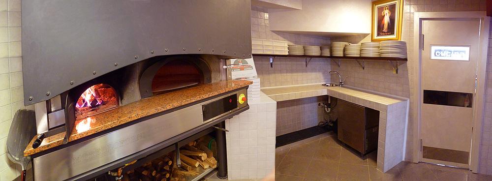 Veduta del forno e del piano di lavoro